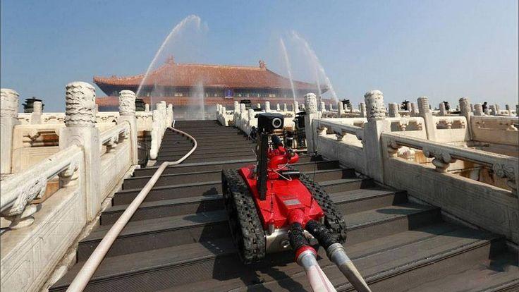 Új tűzoltási technika okos robotokkal és igy a tűzoltok is nagyobb biztonságban vannak. http://ahiramiszamit.blogspot.ro/2017/08/uj-tuzoltasi-technika-okos-robotokkal.html