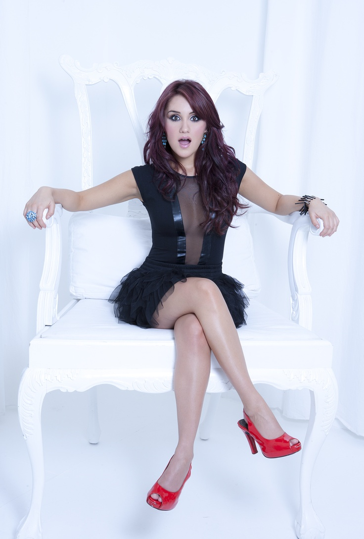 Dulce Maria...I like her dress!! And her shoes!!!