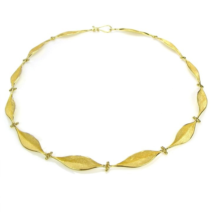 Necklace Leaces flowers Gold 18k