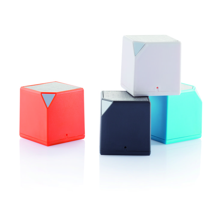 3W cube shaped bluetooth speaker with 400 mAh battery. Can also be used with the included audio cables. Comes with a strap that can be used to hang your speaker to for example your bag.