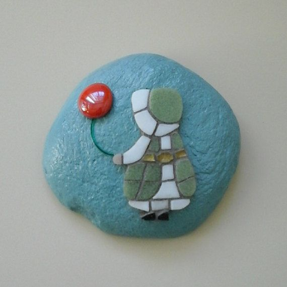 Paperweight micro mosaic Sunbonnet Sue with di Crazy4Mosaics