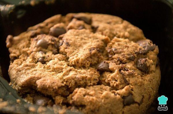 Aprende a preparar galleta gigante con chispas de chocolate con esta rica y fácil receta. Aprende a preparar una deliciosa galleta gigante con chispas de chocolate...