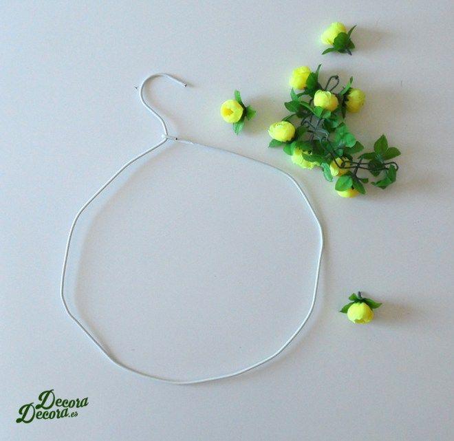Una corona de flores para darle la bienvenida a la primavera.