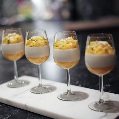 Kokos-panna cotta med mangocoulis