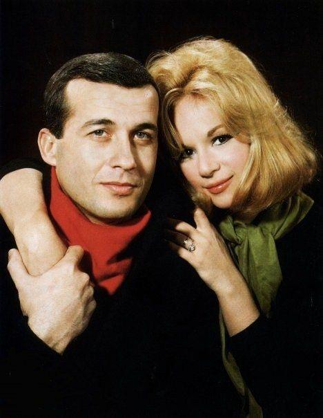 Dimitris Papamichael and Aliki Vougiouklaki, famous Greek actors.