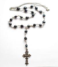 Halsband med kors från http://ladyofthelake.se