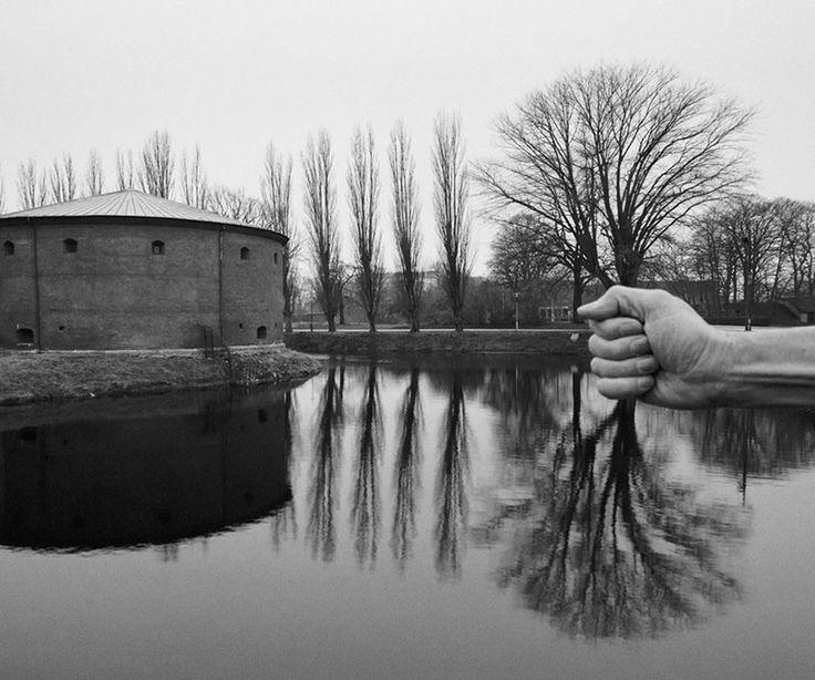 Photos surréalistes en noir et blanc d