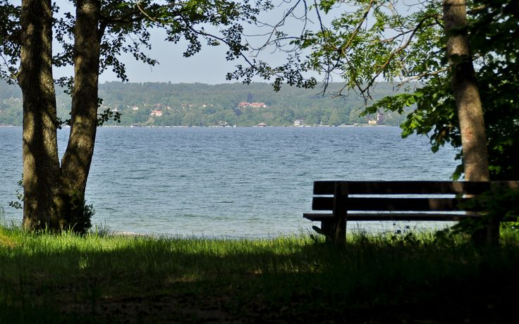 Ein schattiges Bankerl mit Blick auf den Starnberger See