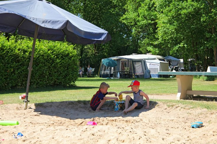 Located on the edge of the largest nature reserve of North East Brabant, de Heidebloem leisure park has a welcoming family campsite, various group accommod