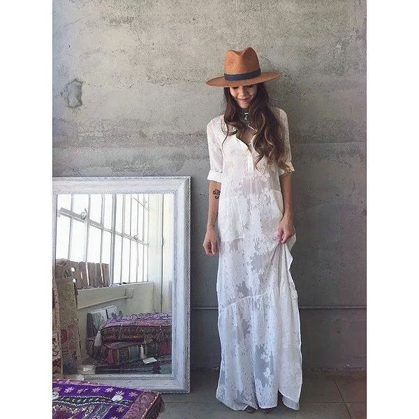 If you find yourself walking through open fields to breath in the morning air and feel the freshly developed dew on your bare feet, then this is the dress for your boho spirit! Made with a spandex mat