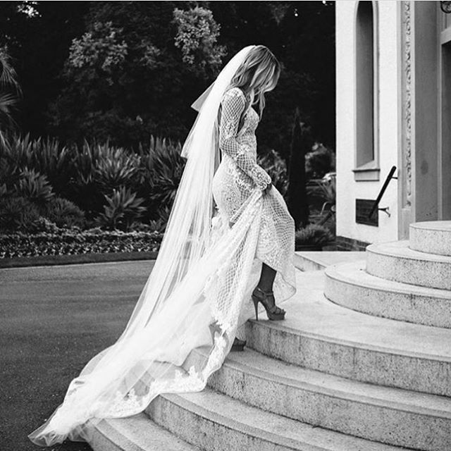 Look at this bride. Via @thedreamdayco