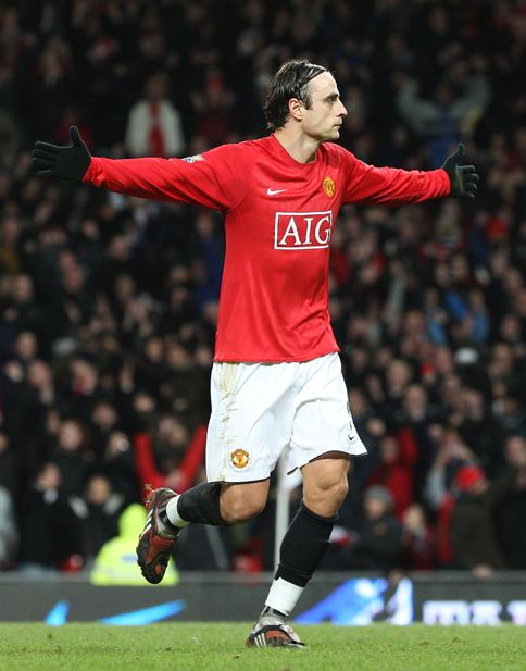 Dimitar Berbatov hits the winner to knock his old club out of the FA Cup.