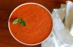 Rode pepersoepEen heerlijke gezonde soep gemaakt en waar je kilootjes van afvalt. namelijk rode pepersoep; 2 uien, 2 tenen knoflook, 1 paprika, 3 rode pepers, 2 theelepels paprikapoeder en 1 kipbouillon. Lekker pittig en daar val je dus vanaf!!!