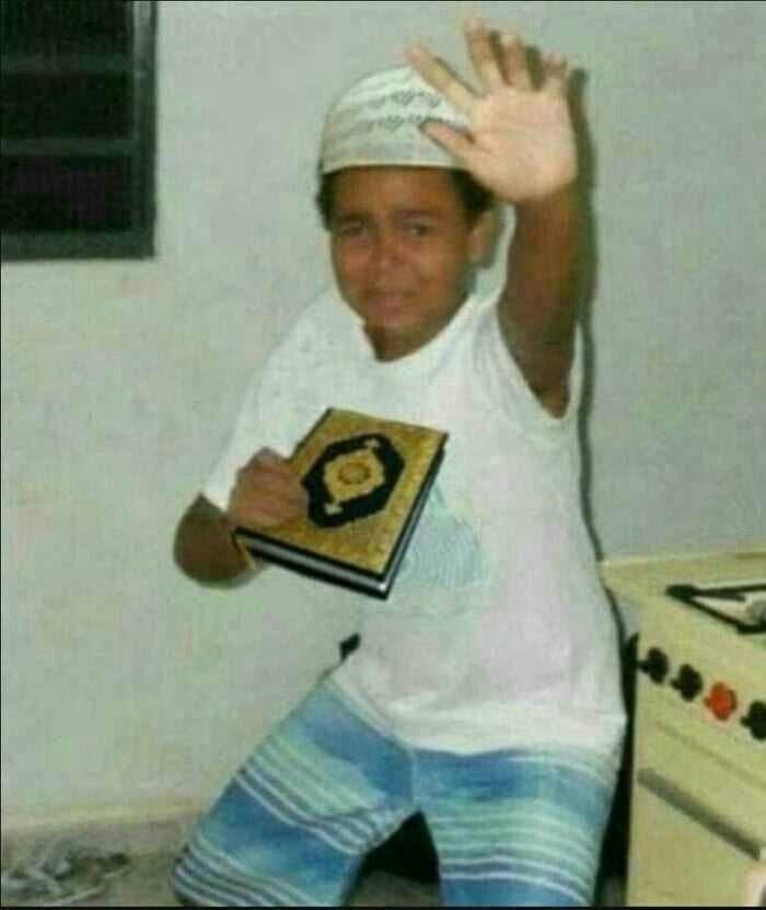 Scared Boy Holding A Qur An Lucu Lelucon Kutipan Lelucon