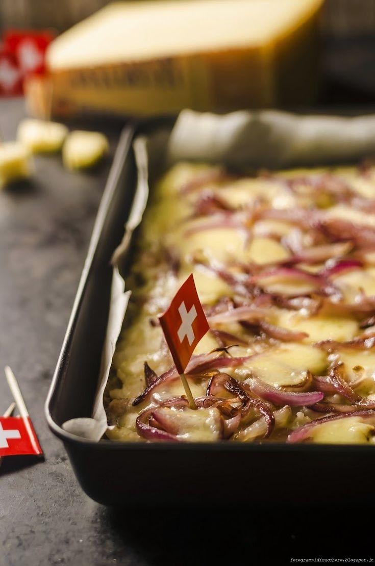 Focaccia all'antica di pane raffermo con crema di patate al guanciale, cipolle caramellate e gruyère