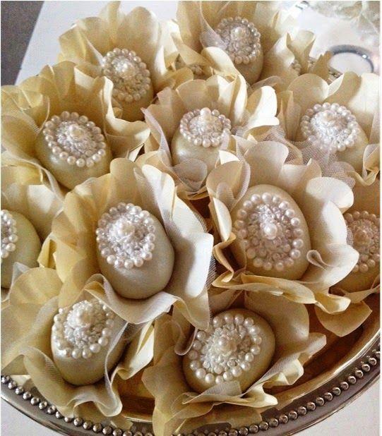 Louzieh Doces Finos: Doces de Luxo para casamento--Camafeu Perolado - doce fino de nozes decorado com pérolas comestíveis.