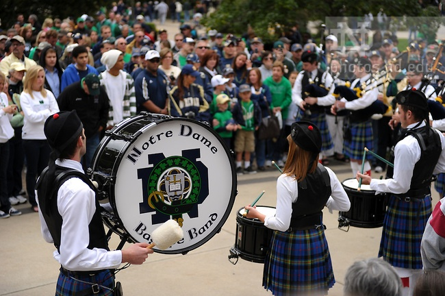 The Notre Dame Bagpipe Band performs at the Main Building before the Stanford game, Sept. 25, 2010...Photo by Matt Cashore/University of Notre Dame..