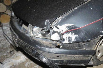 Otřesná nehoda na Plzeňsku: Řidička vylétla ze silnice, na místě zahynula