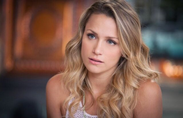 shantel van santen as Quinn James perfect hair!