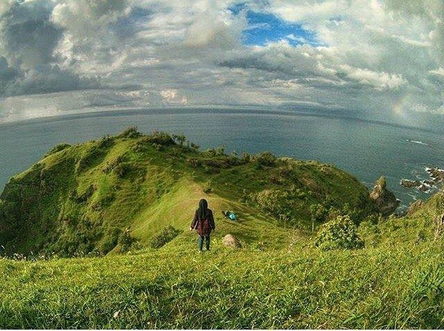 this handsome pict is shot by genius #jogjaPhotographer:  @ikbalohorella at Pantai SiungGunungkidul       ------ #photographerjogja #jogja #photographer #photooftheday #foto #indonesia #fotografi #kamera #kangenjogja #rindujogja #photography