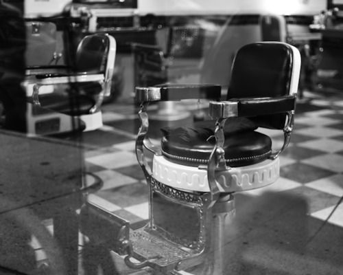 Barber Chair ~ my OLD Chameleon Salon & Spa used to have one of these...