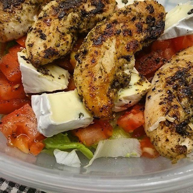Lunchbox     ____________________________________ #lunchbox #lunch #お弁当 #food #foodpic #healthy #homemade #eatclean #healthyfood #fit #cleaneating #eathealthy #healthyeating #delicious #foodie #fresh #concretus #jedzenie #kurczak #smacznego #zdrowo #smacznie #pyszne #warzywa #jemy #chicken #pudełka #domowe