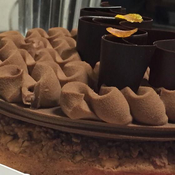 自由が丘・パティスリー・パリ セヴェイユ : オレンジとヘーゼルナッツのホールケーキ