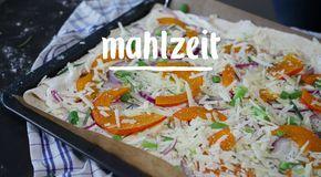 Im November wird die Pizza mit orange leuchtendem Kürbis in Stimmung gebracht. #pumpkin #mahlzeit #dish #pizza #lunch #homemade #kürbis #kürbisrezept #rezept #rezeptideen #kürbiszeit