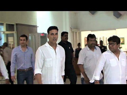SPOTTED ! Akshay Kumar at Suniel Shetty's Father Prayer Meet (Chautha).    Click here to see the full video > https://youtu.be/8GrQ_0Vh8hU    #akshaykumar #sunielshetty #bollywood #bollywoodnews #bollywoodnewsvilla