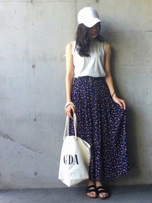 元々シンプル好きですが、最近は更にシンプルが好きで落ち着きます😅 ボリューミーなロングスカートを、