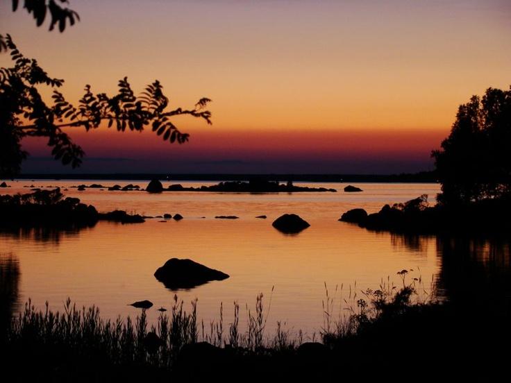 Vecka 32 - Sommarnatt i Sundom skärgård. Foto: Michael Borg