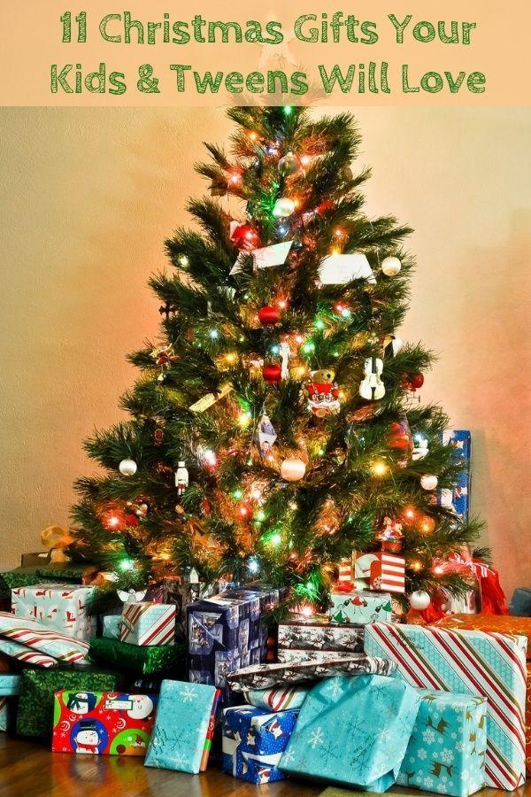 11 Gift Ideas For Kids Teens Who Travel Familiesgo Cool Christmas Trees Christmas Tree Ornaments Christmas Wallpaper