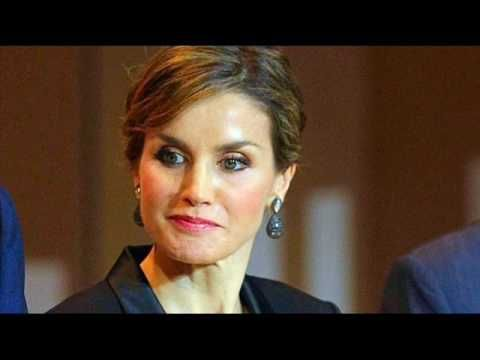 Don Felipe le fue infiel a Doña Letizia poco antes de la boda - YouTube