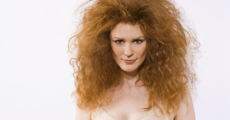 O melhor corte para cabelos longos, grossos e crespos. Mulheres com cabelos grossos e crespos tendem a ter dificuldade para escolher um corte. No entanto, existem alguns cortes que até as pessoas com os cabelo mais grossos e crespos podem adotar. Às vezes, o cabelo crespo e os cachos podem chamar mais atenção, criar mais volume e serem mais fáceis de lavar com determinados estilos.