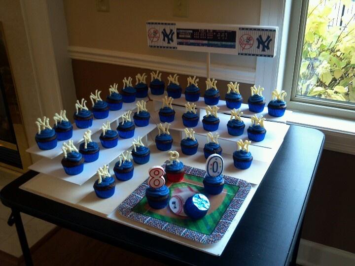 Ny Yankees Cupcakes For My Grandpa S 80th Birthday Cake