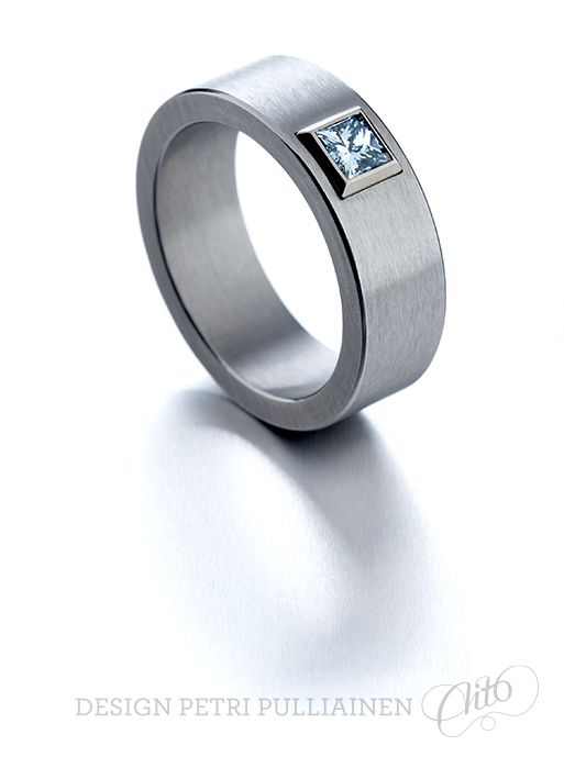 Stainless steel ring, with 0.50 ct ice blue princess diamond bezel mounted into 750‰ Pd white gold. Photo Teemu Töyrylä.