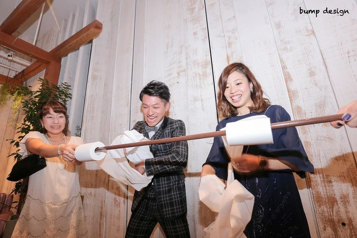 #トイレットペーパー巻き取りゲーム  二次会といったら皆さんそれぞれ色んなゲームを考えてゲストの方に楽しんでもらおうと頑張ってらっしゃる  そんな二次会の一幕  トイレットペーパー早巻き勝負  なかなかの接戦で白熱しております  #結婚#結婚式#結婚写真#ブライダル#ウェディング#wedding#前撮り#ロケーション前撮り#ドレス#カメラマン#結婚式カメラマン#ブライダルカメラマン#写真家#結婚式準備#花嫁準備#花嫁#プレ花嫁#プロポーズ#名古屋結婚式#ウェディングドレス#バンプデザイン#bumpdesign#instagramwedding#instagramjapan#イトウスグル#IGersJP#写真好きな人と繋がりたい #ファインダー越しの私の世界#日本中のプレ花嫁さんと繋がりたい
