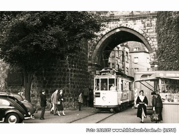 Straßenbahn nach Bickendorf unter dem Hahnentor, Rudolfplatz, 50674 Köln - Altstadt-Süd (1956)