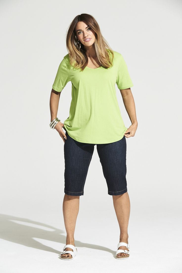 Vee Neck Curved Hem Tee in Summer Chartreuse  #mysize #plussize #fashion #plussizefashion #summer #newarrivals #outfit