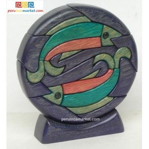 Wooden sculpture - Pisces zodiac handcarved from ishpingo Amazon wood. Peruvian artwork. US $ 48.00 free shipping from peruincamarket