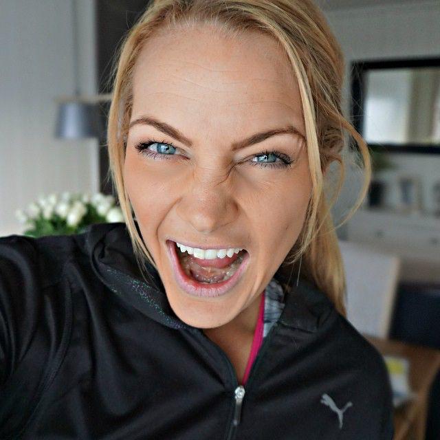 ________________________________ Oh how I love to workout!  Gleder meg til morgentrening allerede. Proppet meg full med mat i to dager nå, mett! Godis i går og i dag...  Å å å leva livet!! Nå bør energien være på topp i morgen altså  #letitbe Jeg vil bli bedre!! GIRA!  #instacatrine #beastmode