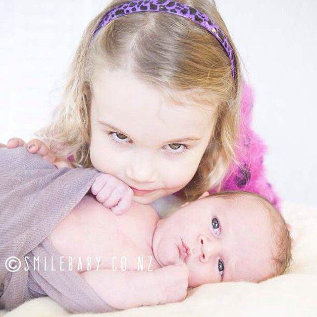 #siblinglove #babyphotography #sweetness #bigsister #newborn #smilebaby_nz