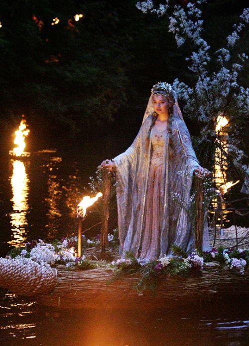 fuckyeahcostumedramas:Sophia Myles in 'Tristan + Isolde' (2006).