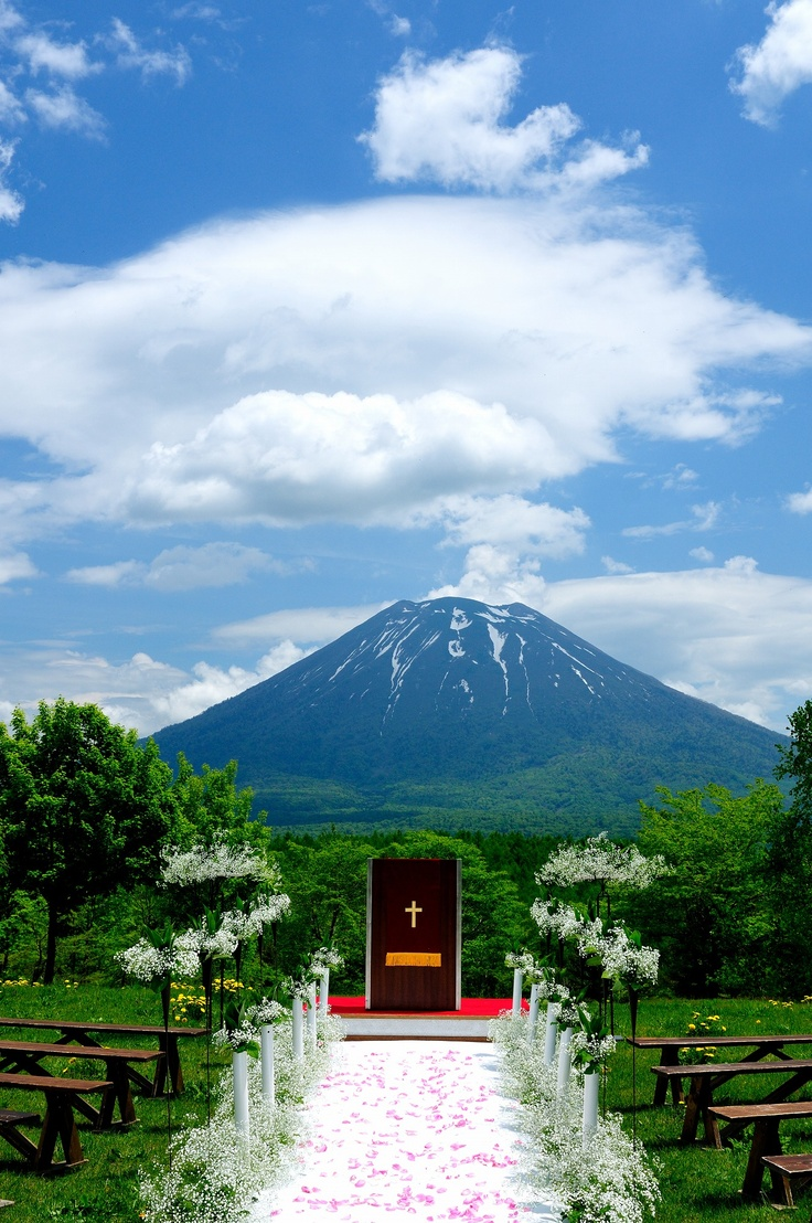 Our Guests never leave weddings at  #Hilton Niseko Village less than impressed. What type of wedding do you envision taking place here?