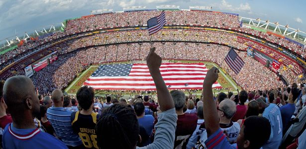 """La cultura americana è pervasa dall'idea che lo sport e la religione abbiano non pochi elementi in comune. Basket, Baseball e Football sono, infatti, considerati """"the holy trinity of American sports"""" ovvero una trinità sacra. #nba #football #baesball #sport #america #basketball"""