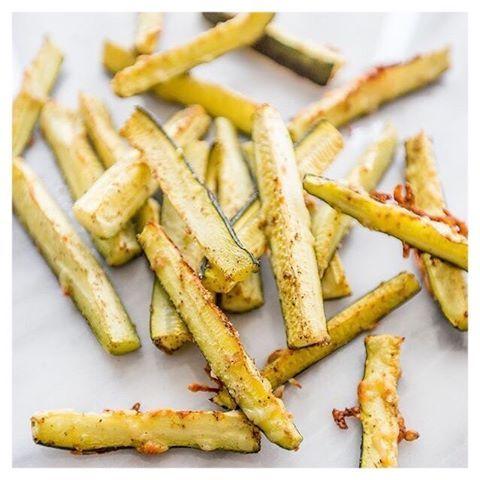 Huisgemaakte courgette frietjes, getest en goedgekeurd!  // Homemade zucchini fries, tested and approved!  #etenstijd#dinnertime#dinner#huisgemaakte#courgette#frietjes#courgettefrietjes#homemade#zucchine#fries#zucchinifries#foodporn#food#blogger#belgianblogger#rippleandbricks