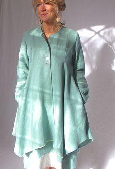 Нью-Йорк куртка £ 335 более чем Эмили платье переноса.