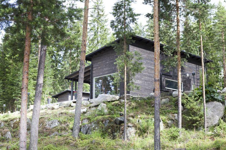 Sunhouse - a black modern summer house on a hill by the lake Päijänne. www.sunhouse.fi