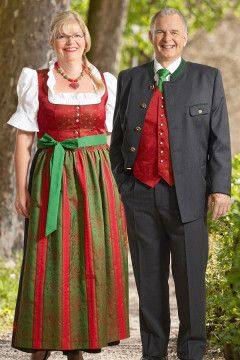 Gleisdorf-Dirndl von Trachtenmode Hiebaum, rot-grün, lang, klassisch, festlich.