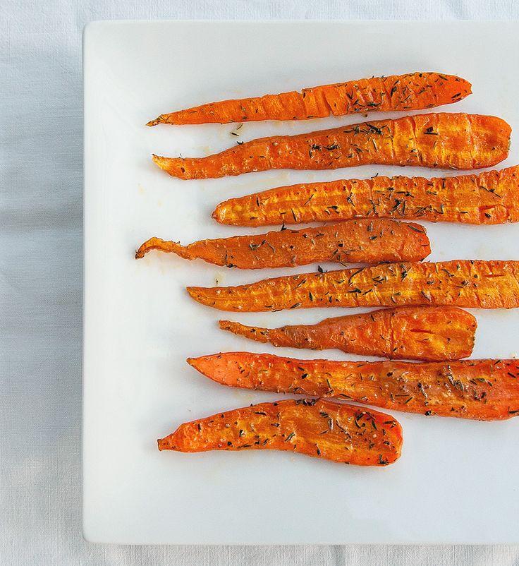 Carottes rôties au thym  Ce soir c'est carottes au four! Ça sent bon l'été, et ça fait plaisir :) Rien de plus simple mais parfois la simplicité se suffit à elle même, n'est-ce pas?  Pour 2 personnes:  Préparation: 10 minutes - Cuisson: 30 à 35 minutes  400g de carottes (petites ou moyennes)  2 cuillères à café de thym  1 filet d'huile d'olive  sel, poivre du moulin  Préchauffer le four à 210°c. Laver et peler les carot